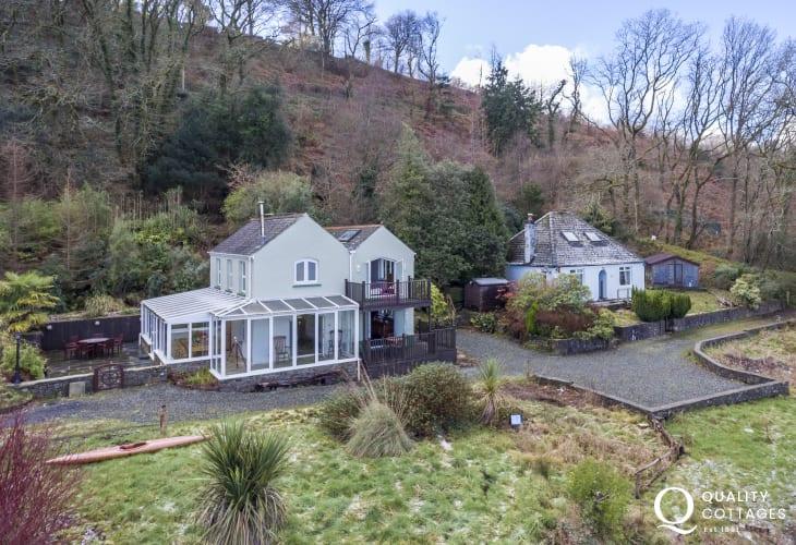 Pembrokeshire riverside holiday cottage