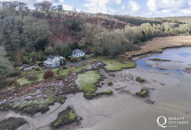 Stumpy Corner sleeping 7 - aerial view of riverside location