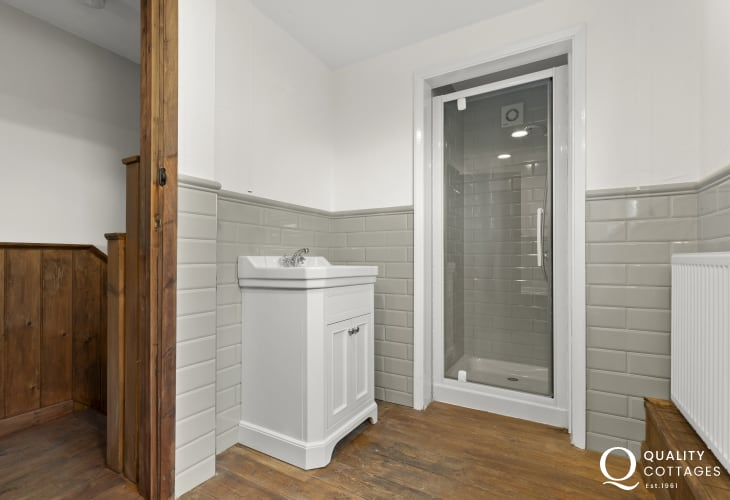 Family shower room - upstairs