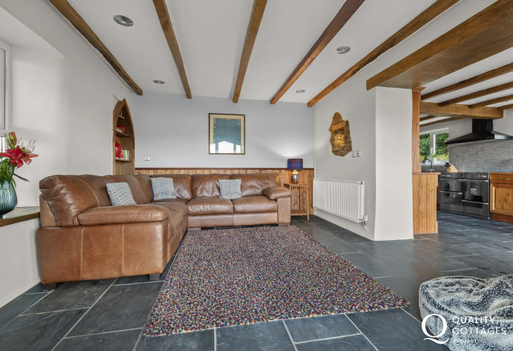 Pembrokeshire holiday cottage with open plan kitchen-lounge area