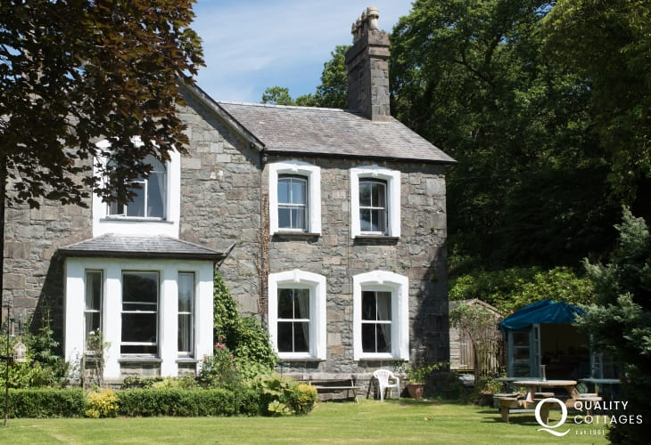 Cwm Pennant holiday cottage - ext
