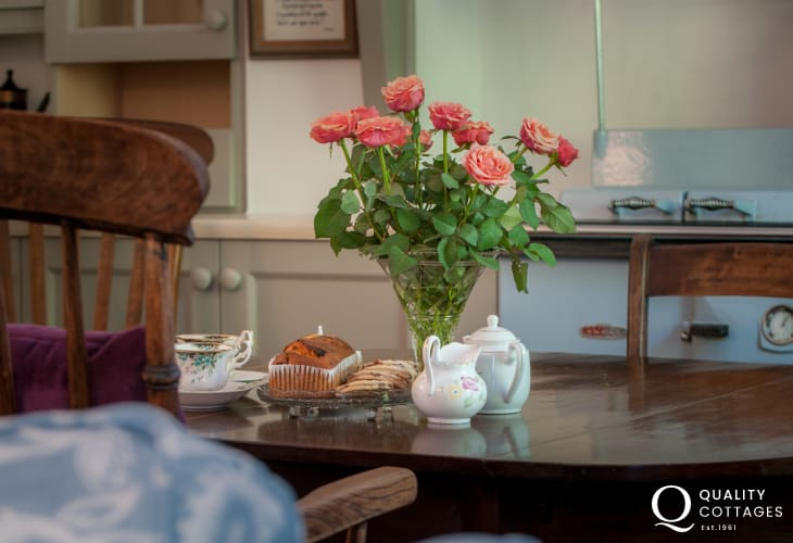 Cwm Pennant holiday cottage - dining