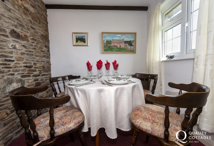 Holiday cottage with cosy little dining room seating 4