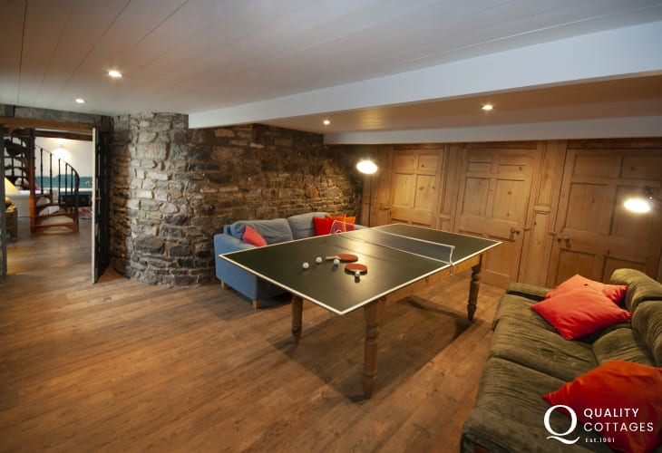 South Pembrokeshire holiday cottage with table tennis games room