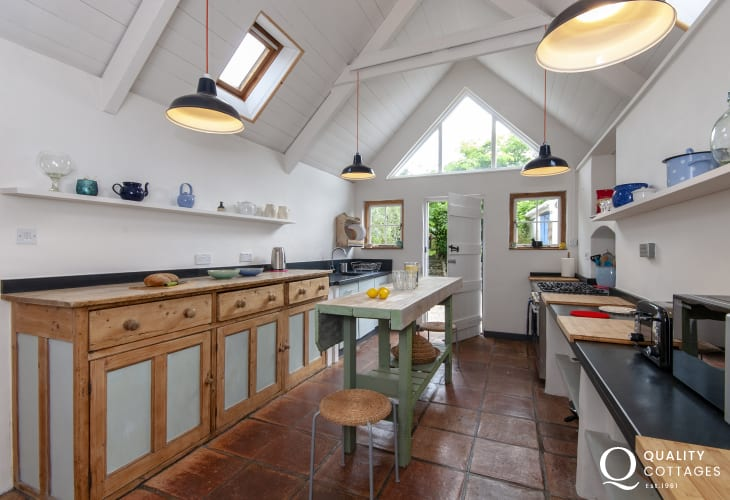 Carew self catering cottage with spacious country style kitchen