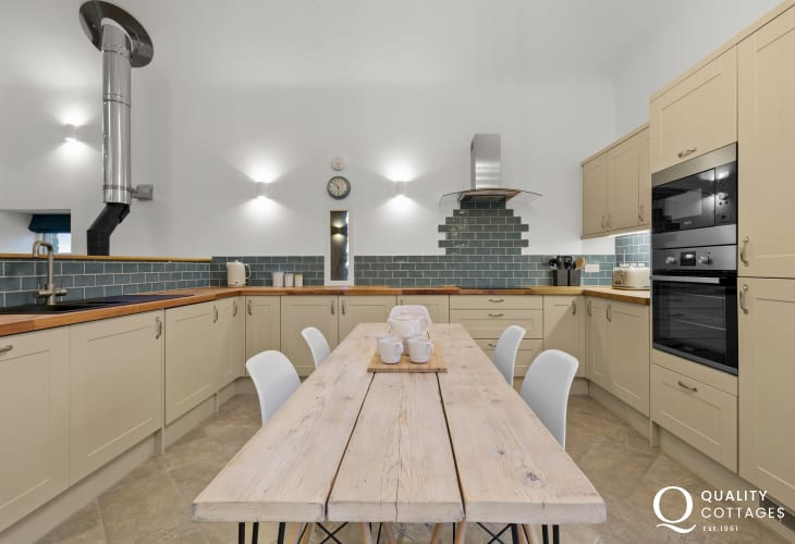 Self catering Pembrokeshire barn conversion - spacious open plan kitchen/diner/living room