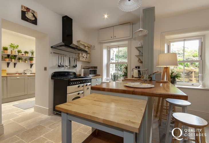 Self-catering South Pembrokeshire - luxury modern fitted kitchen