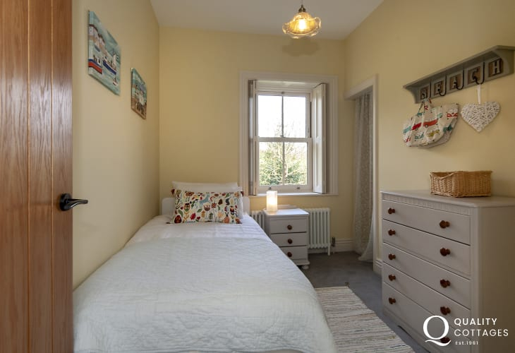Haven Waterway house for rent sleeping 5/6 - twin bedroom with 'pull out' bed