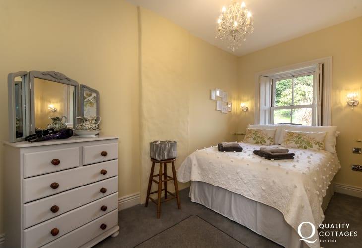 South Pembrokeshire waterside home sleeps 5/6 - double
