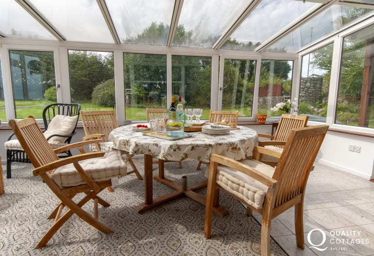 Solva coastal holiday home - conservatory with garden views