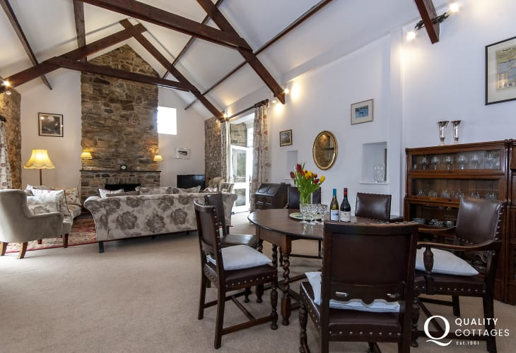 Pembrokeshire coastal holiday home - spacious sitting/dining room
