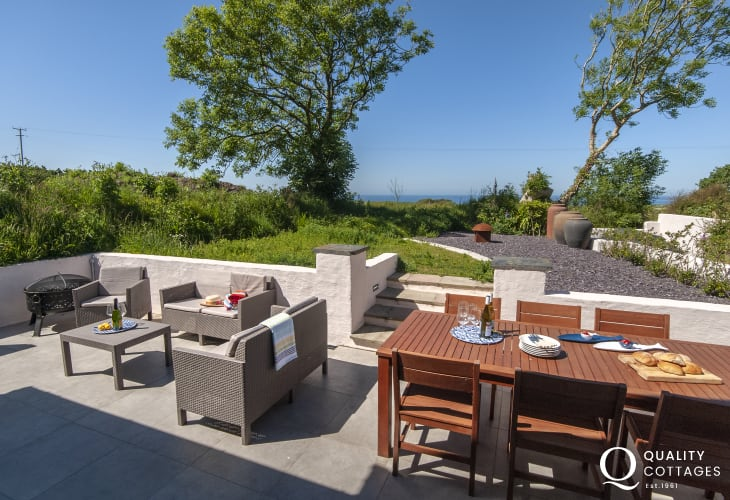 Abermawr coastal holiday cottage - patio area with private sitting/dining and sea views