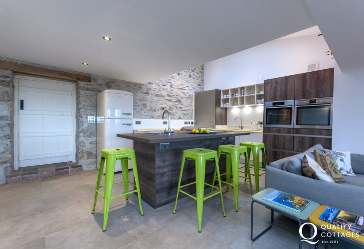 Self catering North Pembrokeshire holiday cottage - spacious open plan modern kitchen with island