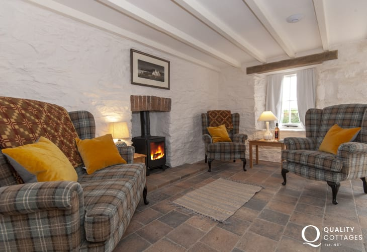 Abercastle cosy, pet friendly holiday cottage - 'Cwtch' with wood burner