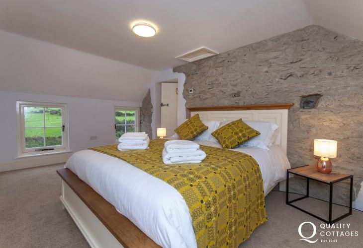 Pembrokeshire coastal holiday cottage sleeps 8 - double bedroom
