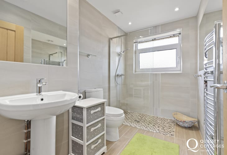Holiday cottage Langland Bay bathroom with walk in shower