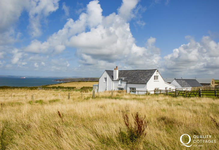 Marloes Sands, Welsh farmhouse with sea views - pets welcome