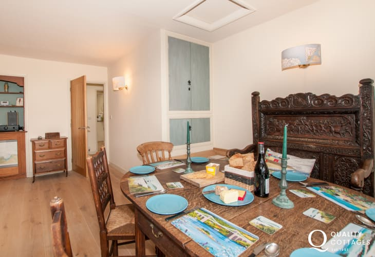 3 bedroomed holiday cottage Anglesey - dining
