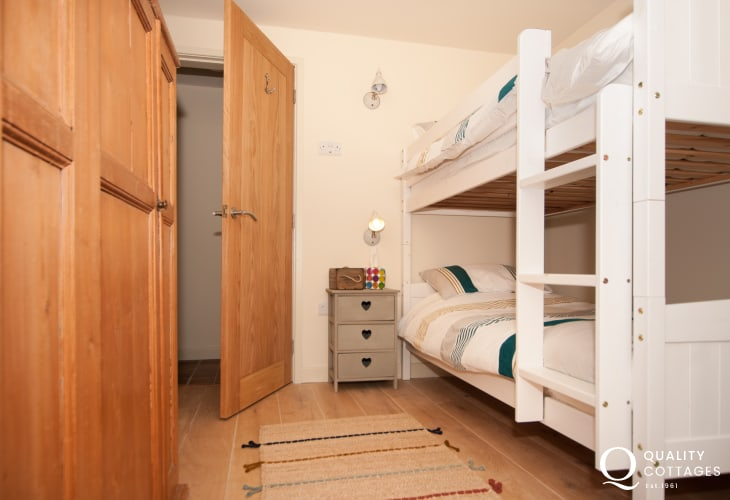 Anglesey holiday cottage sleeps 6 - bunk bedroom ground floor