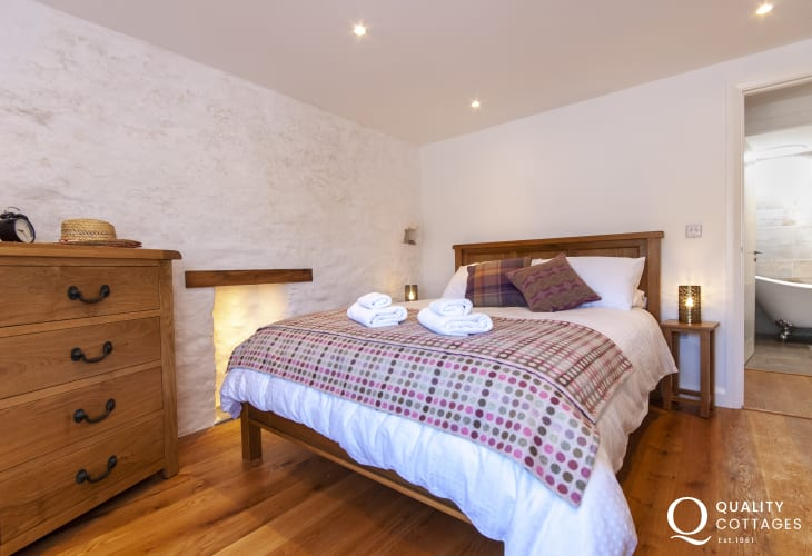 Pembrokeshire cottage sleeps 6 - king size bedroom with coastal views