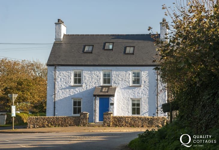 Pet free Pembrokeshire coastal cottage - first floor accommodation for 6 guests