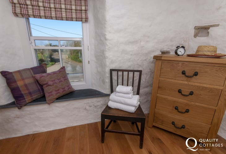 Porthgain holiday cottage -  king size with coastal views