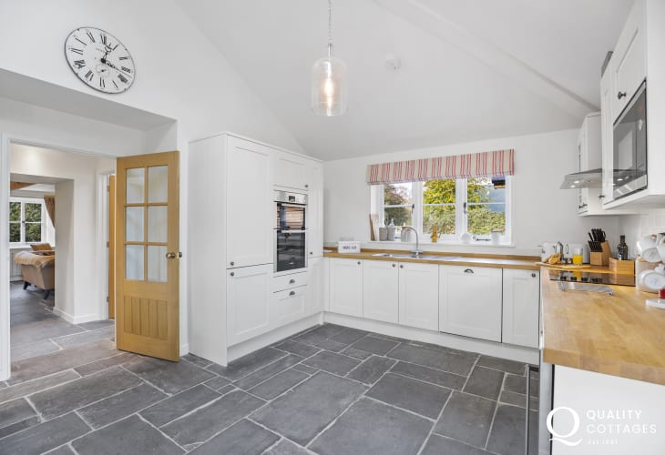 Ultimate cottage retreat for a holiday on the Cardigan Bay - kitchen area