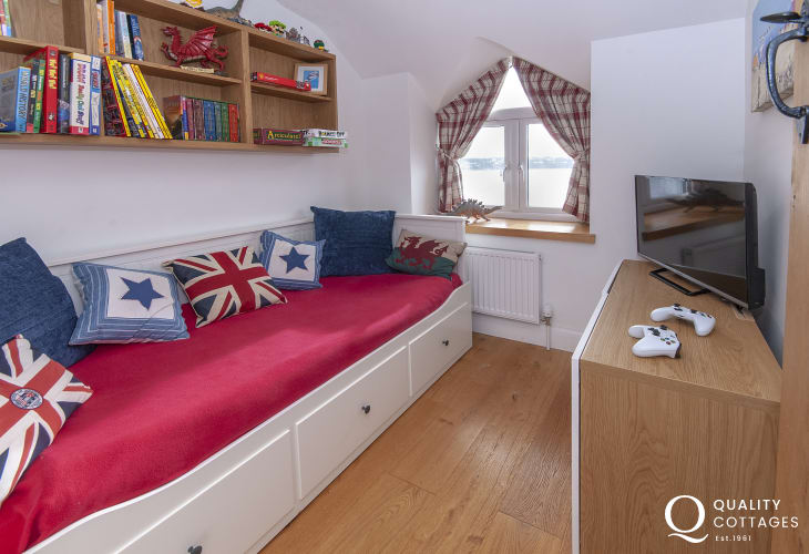 Holiday cottage near Pembroke - cosy den with t.v and X box play station