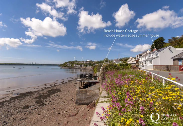 South Pembrokeshire holiday cottage on the banks of the Haven Waterway
