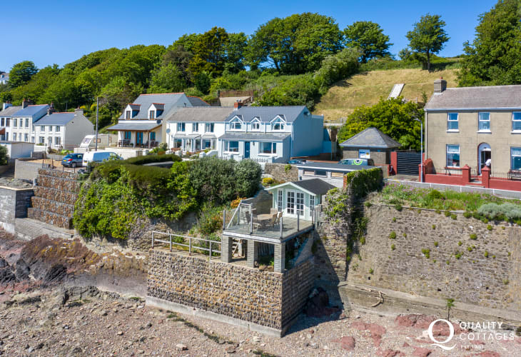 Holiday cottage with beach access, ample parking and private beach house