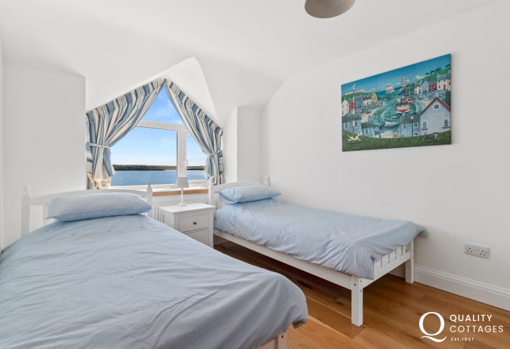 Twin bedroom with Waterway views over Haven Waterway