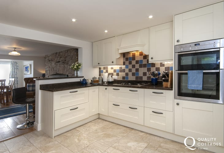 Self-catering South Pembrokeshire - open plan luxury kitchen/snug/diner