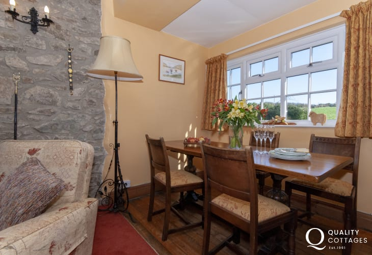 North Pembrokeshire holiday home - dining area