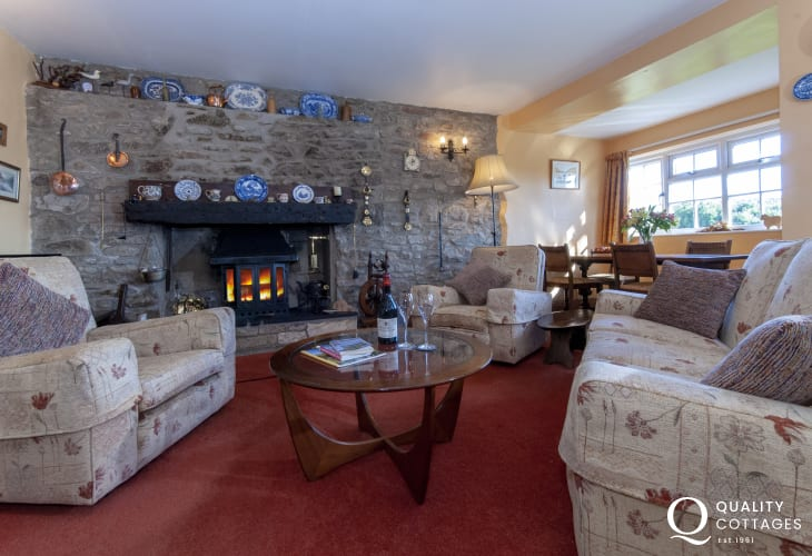 Solva holiday cottage - comfy living room with wifi and log burning stove