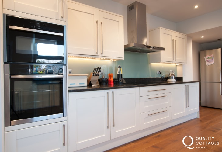 Llyn Peninsula 4 bedroomed house  - kitchen