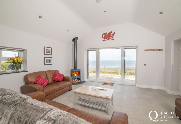 Trefor holiday cottage  - lounge