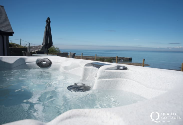 Cottage with hot tub Llyn Peninsula  - hot tub