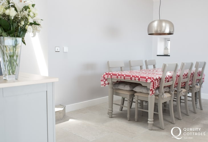 Trefor holiday cottage - dining room