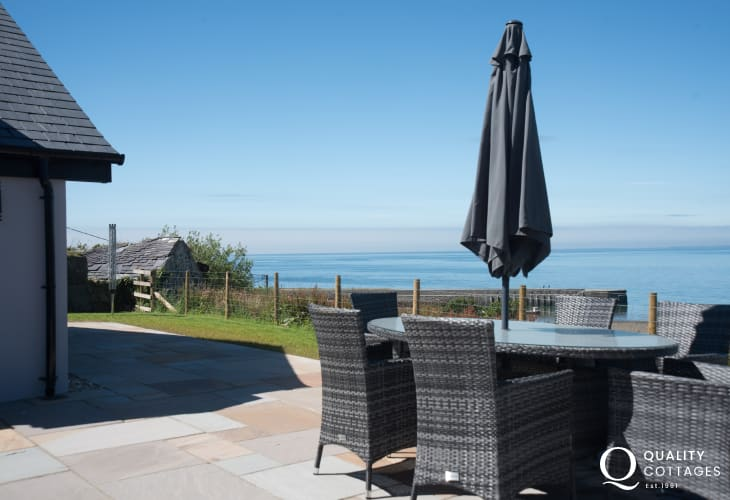Luxury holiday cottage Wales - hot tub