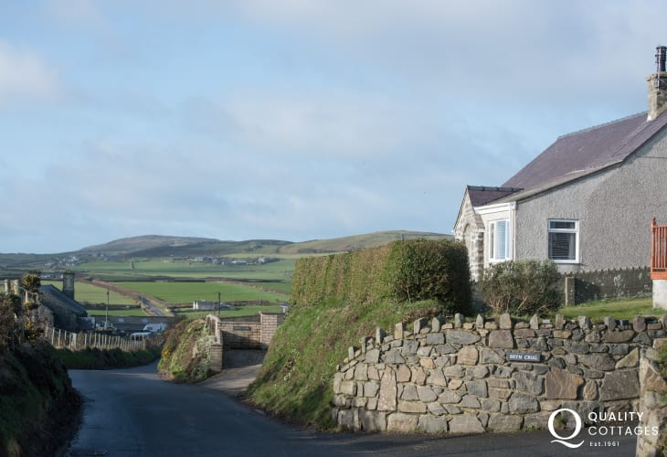 Aberdaron holiday cottage sleeps 6 - beautiful views