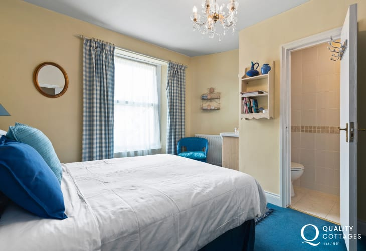 Victorian Tenby house double bedroom with ensuite shower room