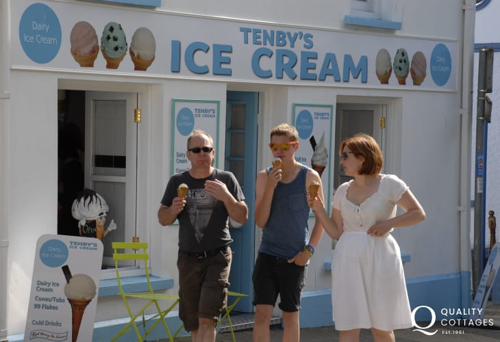 Enjoy ice creams at the end of a busy day on holiday!