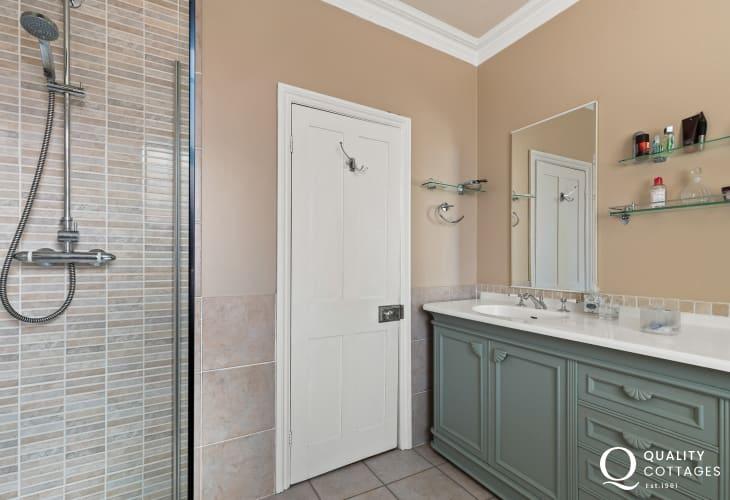 Shower room, ideal area for sandy children