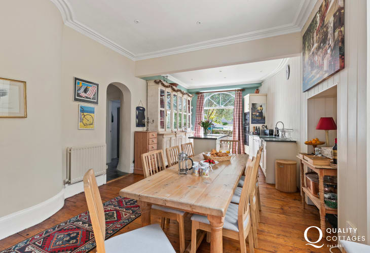 Holiday house by the sea kitchen & dining area delightful room floor to ceiling cupboards access to the court yard