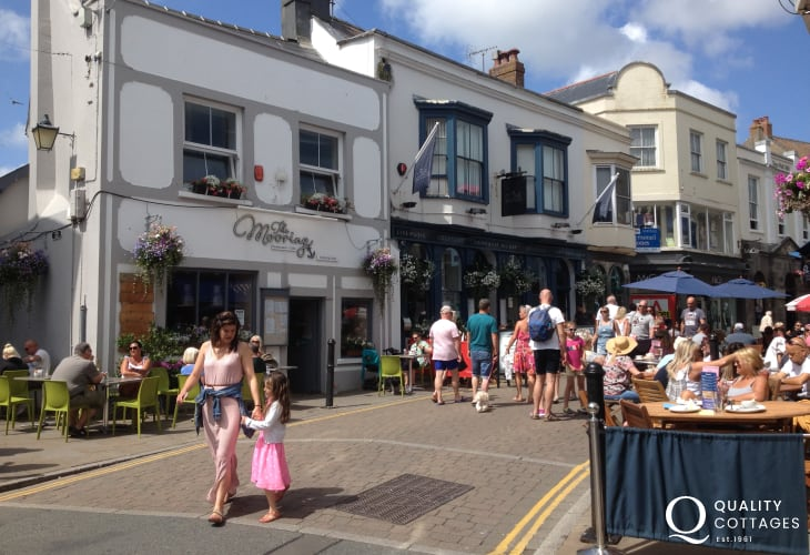 Tenbys narrow streets and alleyways have a wide choice of boutiques, gift shops, coffee houses, pubs and excellent restaurants