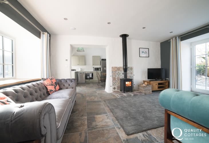 Anglesey holiday cottage  sleeps 6 - lounge