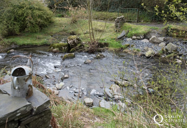 Corris holiday cottage - stream