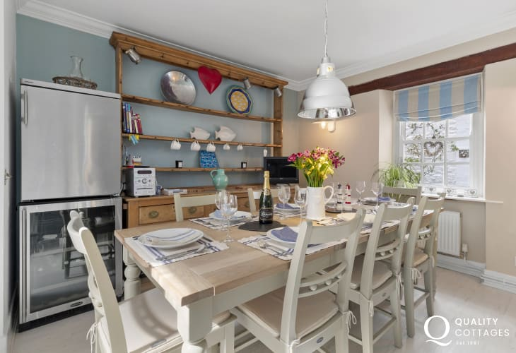 Cottage holiday in New Quay - Dining area large Welsh dresser, wine cooler, drinks fridge, attractive dining table with seating for 8