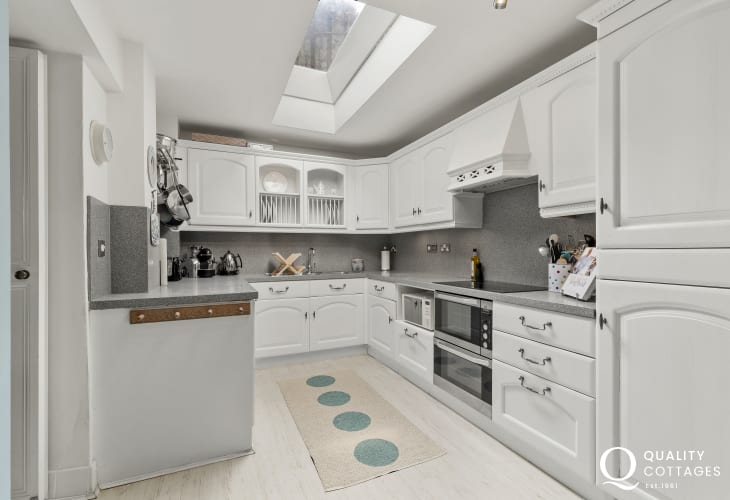 Aberystwyth with promenade and pier nearby holiday home - Quality kitchen, with plate rack, hooks for pans,induction hob, double electric oven, microwave