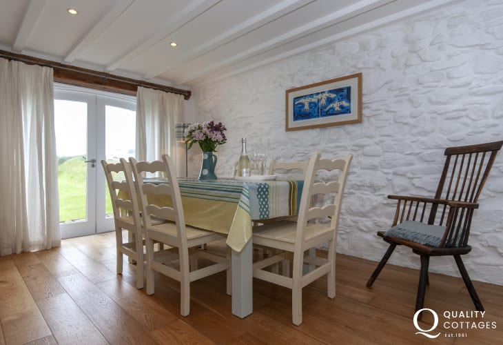 Abercastle holiday home - spacious dining area
